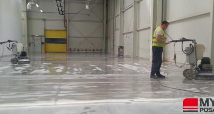 W trakcie prac: polerowanie betonu dla firmy 3M, Wrocław 2014