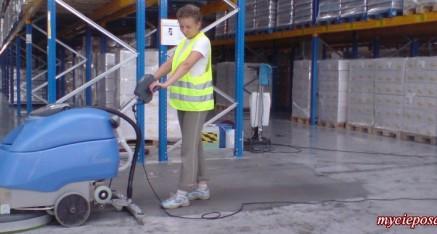 pokaz mycia posadzek betonowych